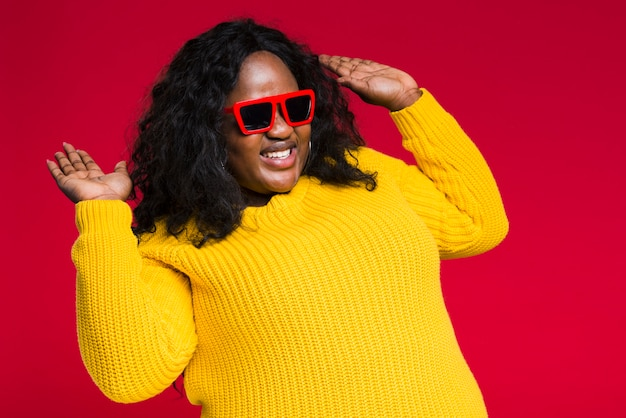 Smiley woman with sunglasses dancing
