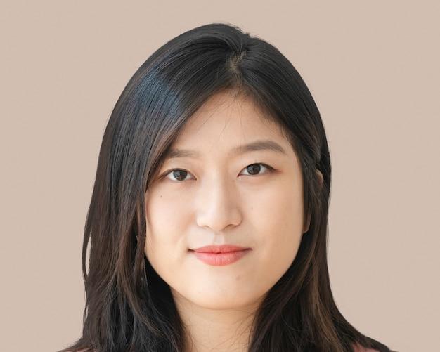 Sorridente giovane donna asiatica, ritratto del viso