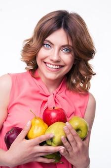 과일을 들고 웃는 아름 다운 여자
