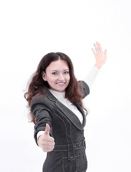 흰 벽에 엄지 up.isolated를 보여주는 웃는 비즈니스 여자.