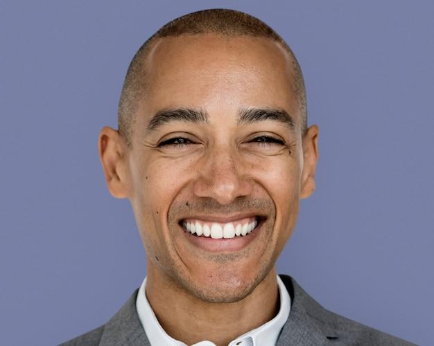 笑顔の実業家の顔の肖像画、スーツを着て