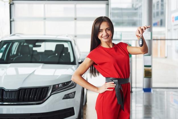 Работа девушка в автосалон работа девушка модель для примерок москва