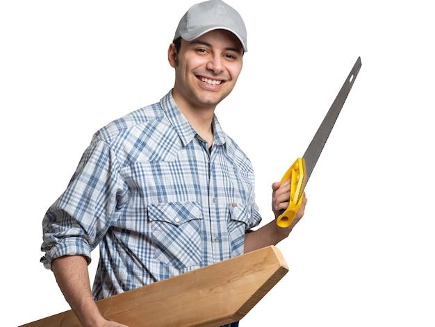 흰색 절연 그의 도구와 웃는 목수