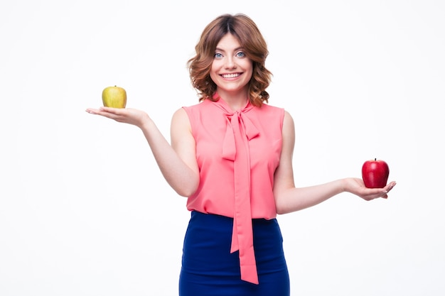 손바닥에 사과 들고 웃는 캐주얼 여자
