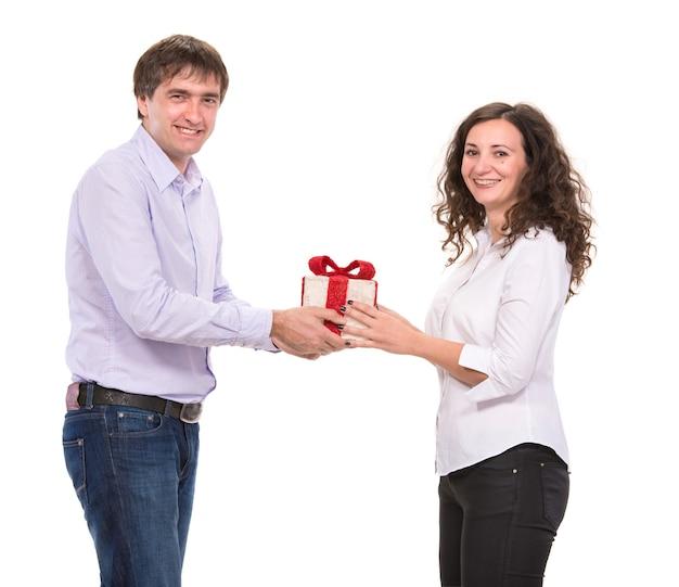 ギフトボックス、クリスマス、クリスマス、冬、バレンタインデー、誕生日と笑顔のカップル
