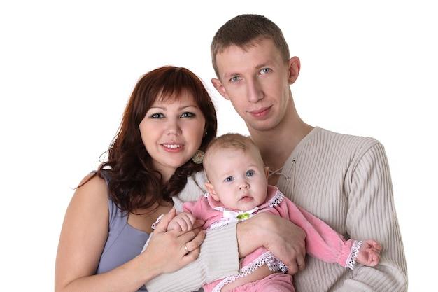 Улыбающаяся семья - мать, отец и ребенок, изолированные на белом фоне