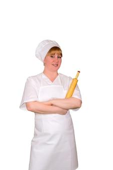 白い背景で隔離麺棒で笑顔の女性のパン屋さん