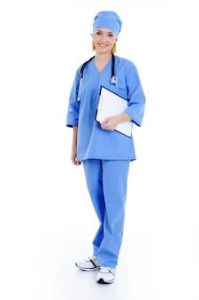 청진기와 파란색 유니폼에 웃는 여성 병원 노동자-흰색에 고립