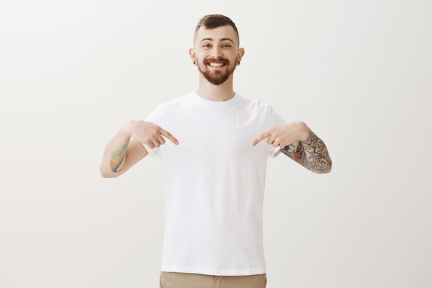発表で幸せな流行に敏感な人差し指を笑顔