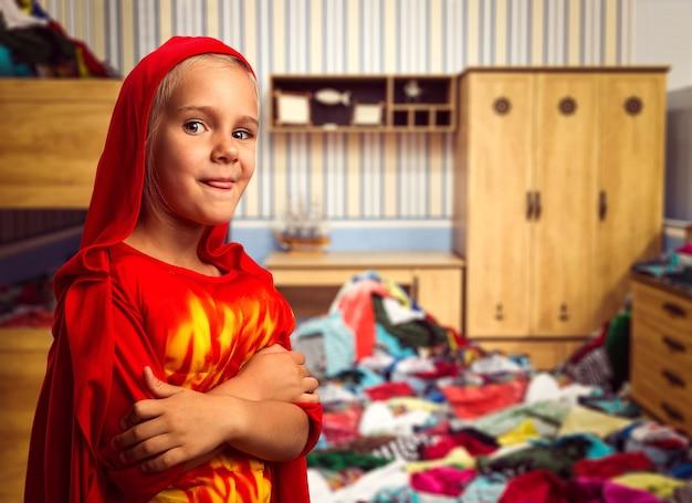 衣装を着て笑顔の少女