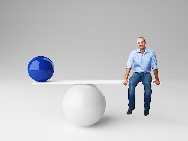 Улыбающийся человек на балансе с синим мячом