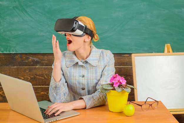 Smiling teacher in vr headset back to school online education teacher with laptop education concept