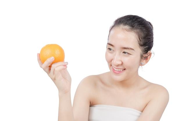 オレンジ色の