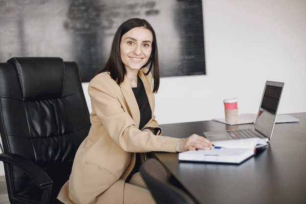Smiling young african american businesswoman working in an office. business concept.