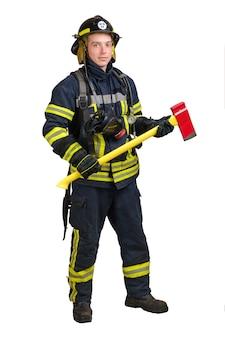 消防士の制服を着た若い男を笑う
