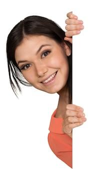 見えない壁の後ろから覗く笑顔の若い女性-孤立