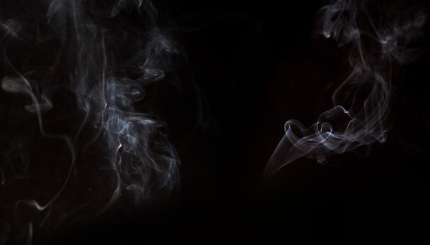 黒の背景に煙効果