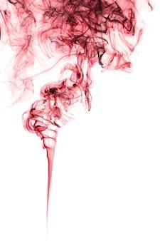 白い背景の上の空中に浮かぶ煙