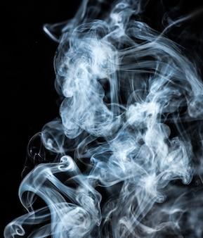 Дым на черном фоне