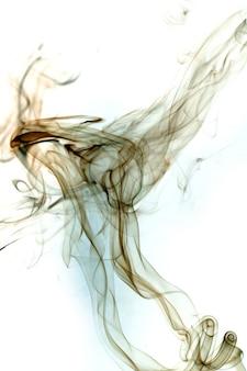 Дым токсичного движения на белом фоне.