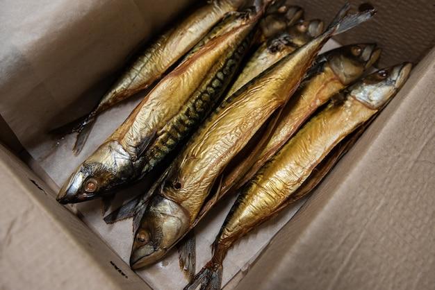 クラフト紙箱の魚の燻製