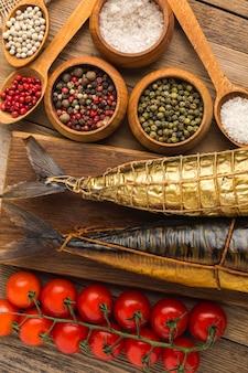 Копченая рыба и специи плоской планировки