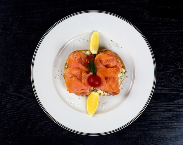 Smoked salmon slices with side lemons