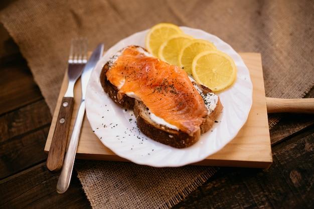 Smoked salmon with cheese toasted bread lemon and yogurt dip