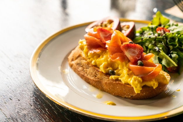 Smoked salmon with crumble egg toasted