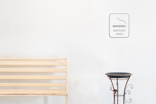 空きスペースに喫煙エリアサイン