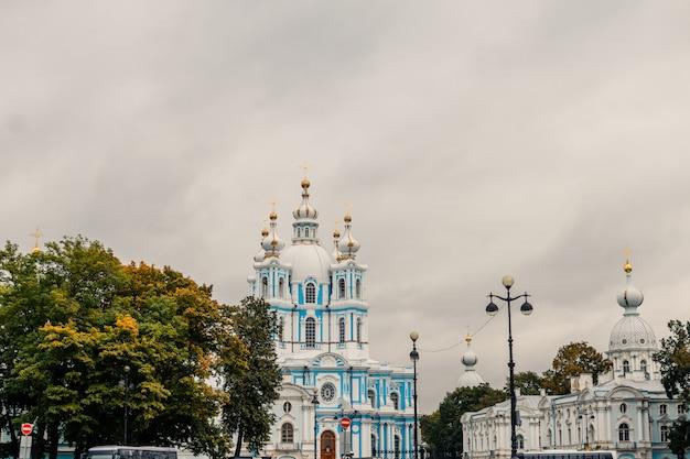 Смольный собор из санкт-петербурга в россии