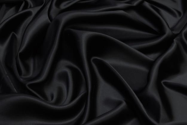 滑らかでエレガントな黒のシルクサテン生地の質感