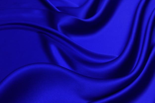 Гладкая элегантная синяя шелковая (атласная) ткань как фон для дизайна