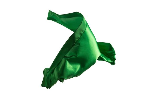 Гладкая элегантная прозрачная зеленая ткань разделена на белом фоне.