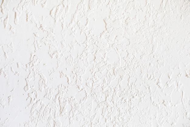 質感のある石膏で覆われた滑らかな表面。塗装に適しています