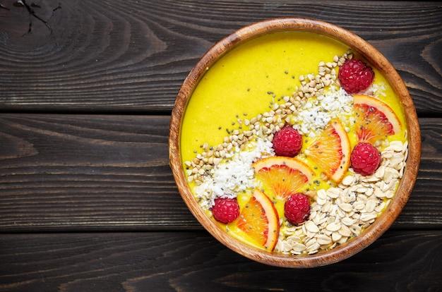 Чаша для смузи чаша для здорового завтрака с семенами чиа, мюсли, ягодами, фруктами и кокосовой стружкой