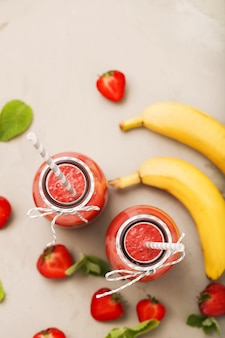 딸기 스무디 음료