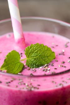 スムージー、グレーのピンクジュース