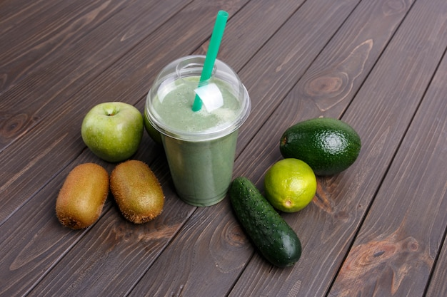 Smoothies with apples, kiwi, lime, cucumber and avocado
