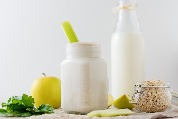 Smoothies with oat flakes of apple and celery