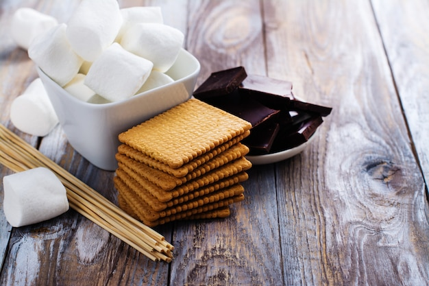 Smores dessert ingredients