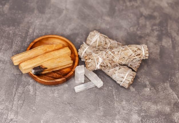 自然の要素の結晶を使った精神修養のためのスマッジキット