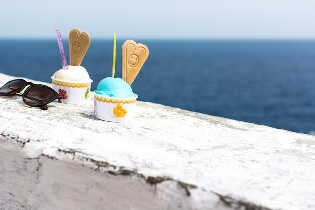 Мороженое smurf у моря