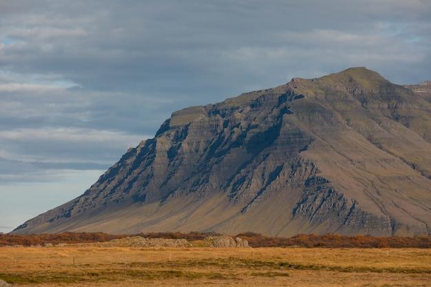 Взгляд от полуострова snaefellsnes в западной исландии.