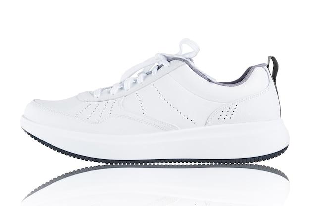 흰색 배경에 고립 된 운동화 새로운 브랜드 없는 스포츠 신발