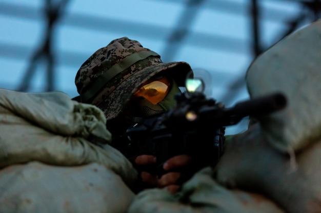 Снайпер вооружен большим калибром