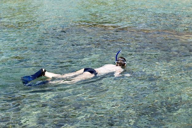Снорклинг на пляже вайкики гавайи