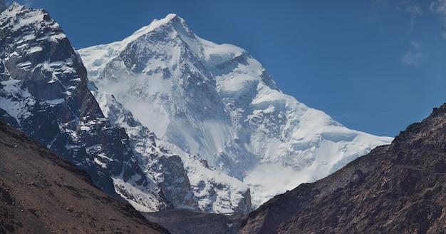 Заснеженные вершины гор гиндукуш