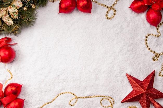 雪のクリスマスの背景上面図モックアップ