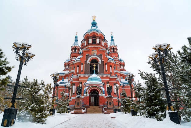 Snow fall at cathedral of the kazan icon of the mother of god in irkutsk, russia.